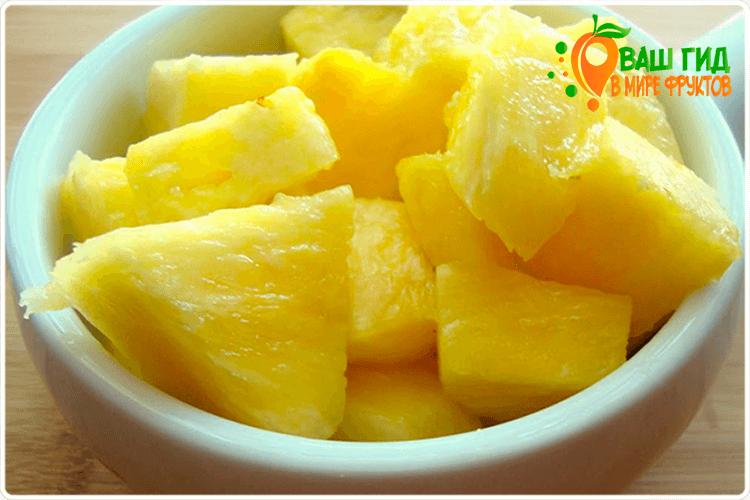 ананас в тарелке